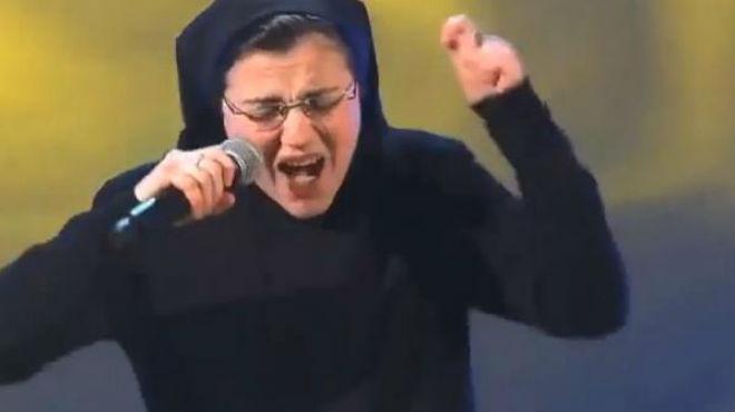 Sor Cristina sorprendió al público y al jurado de 'La Voz' de Italia.