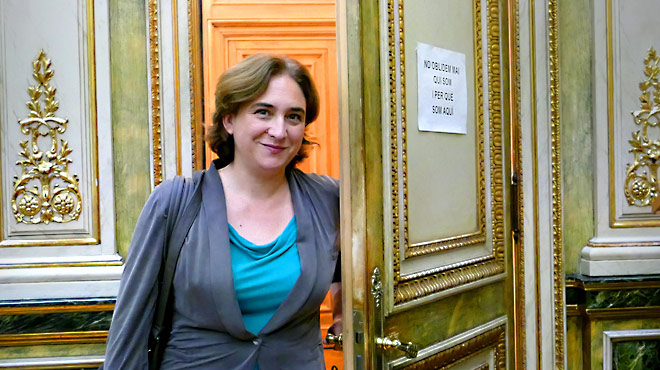 EL PERI�DICO acompa�a a la alcaldesa de Barcelona durante una jornada laboral.