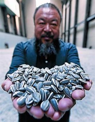 El artista chino Ai Weiwei cubre de pipas el suelo de la Tate Modern