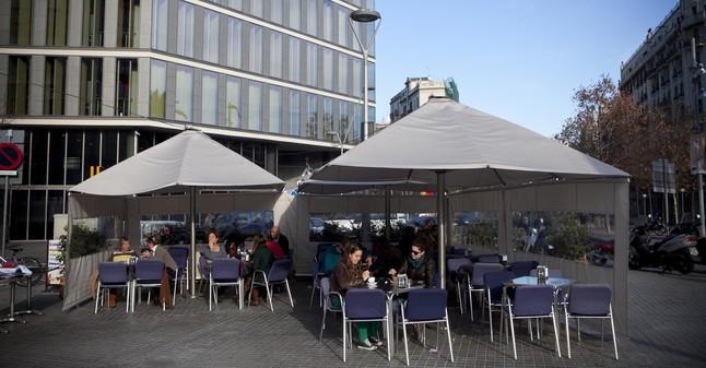 Los bares piden tolerancia hasta la nueva normativa de terrazas - Dekzeil terras balkon ...