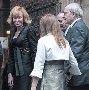 María Teresa Fernández de la Vega i Montilla (esquerra); Jordi Pujol, amb Marta Ferrusola (centre), i Rajoy, amb Ana Pastor i Soraya Sáenz de Santamaría. ELISENDA PONS