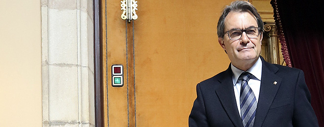 Artur Mas, en los pasillos del Parlament.