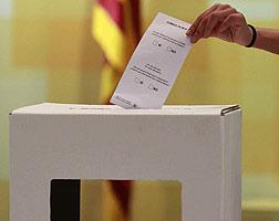 Un prototipo del modelo de urna que la Generalitat prepara para la celebraci�n de la consulta del pr�ximo 9 de noviembre.