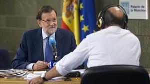 Rajoy, este martes, en la Moncloa durante la entrevista concedida a la cadena COPE.