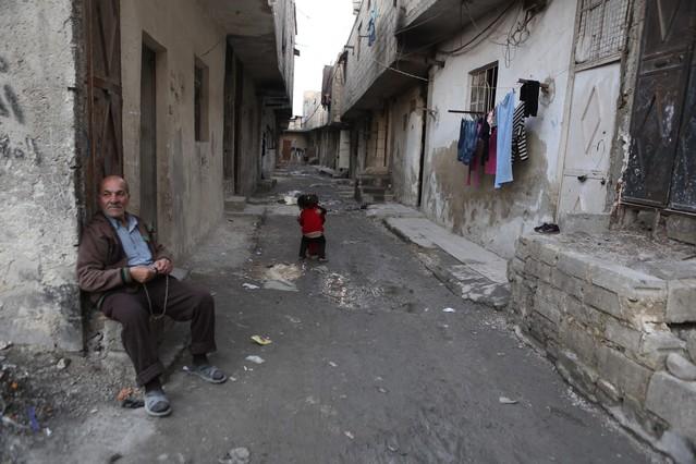 Un anciano en las calles de Damasco tras anunciarse el alto al fuego el pasado sábado.