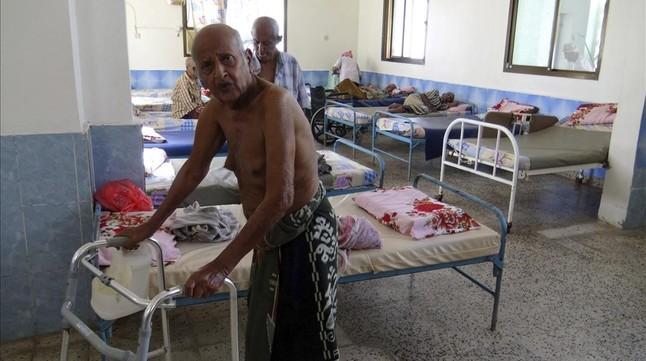 Ancianos del asilo que han sobrevivido al ataque armado.