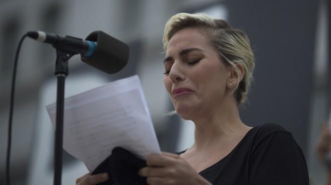 Lady Gaga plora durant el seu discurs d'homenatge a les víctimes d'Orlando
