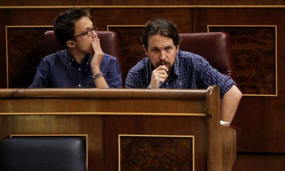 Íñigo Errejón y Pablo Iglesias, durante un pleno del Congreso de los Diputados.