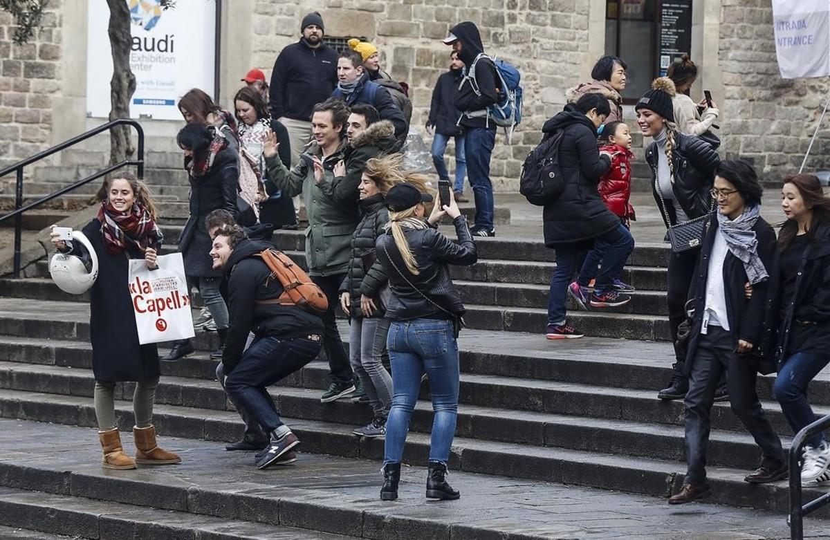 jcarbo36955202 barcelona 20 1 2017 turistas por la pla a catedral foto 170123183004