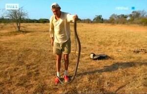 Frank Cuesta con la serpiente (DMax).