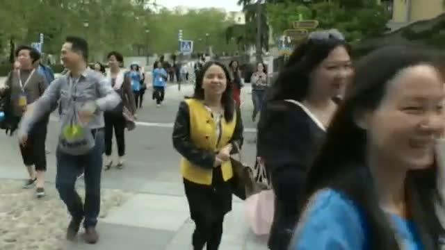Larribada de turistes creix un 1,8 % a Espanya i baixa un 4,7 % a Catalunya