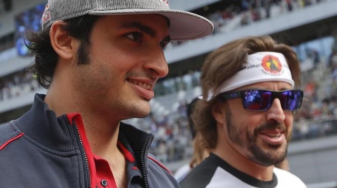 Carlos Sainz y Fernando Alonso, en Socchi (Rusia).