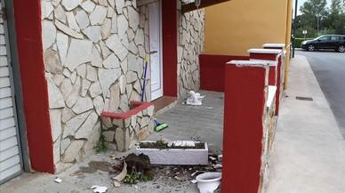 Destrozos en una casa de miembros de los clanes gitanos que se enfrentaron en Figueres en el 2013.