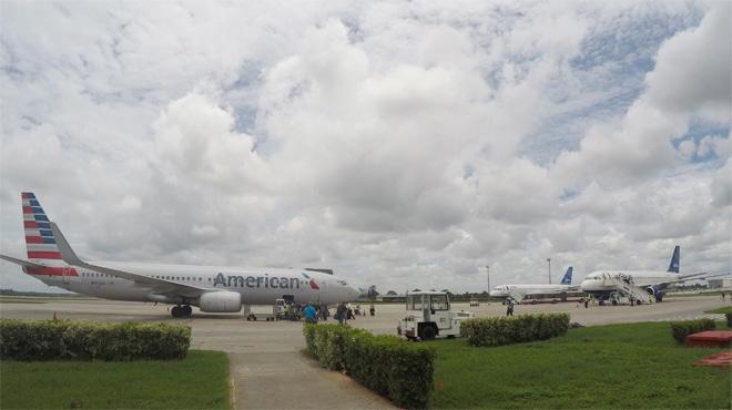 Els EUA i Cuba reinicien vols comercials després de mig segle