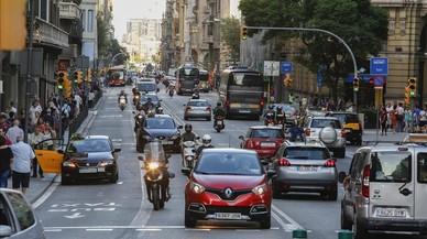 Aspecto de la Via Laietana el mi�rcoles por la tarde. Ser� la principal v�a de Barcelona que sufra restricciones de tr�fico con motivo del D�a sin Coches.