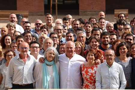 Llu�s Rabell, con los miembros de su lista, en la presentaci�n de la candidatura de Catalunya S� que es Pot.