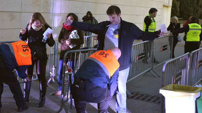 Medidas de seguridad en el Camp Nou y el Palau Sant Jordi antes del partido del Bar�a y el concierto de Madonna.