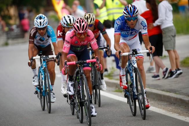 Nairo Quintana y sus acompañantes en plena ofensiva durante la penúltima etapa del Giro.