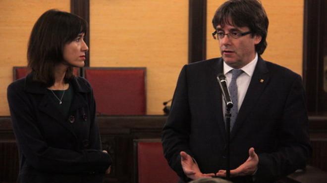 El presidente de la Generalitat, Cales Puigdemont, con la alcaldesa de Santa Coloma de Gramenet, N�ria Parlon. FOTO: ACN