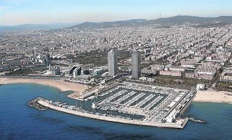 El Port Ol�mpic.Vista a�rea de la costa catalana. .