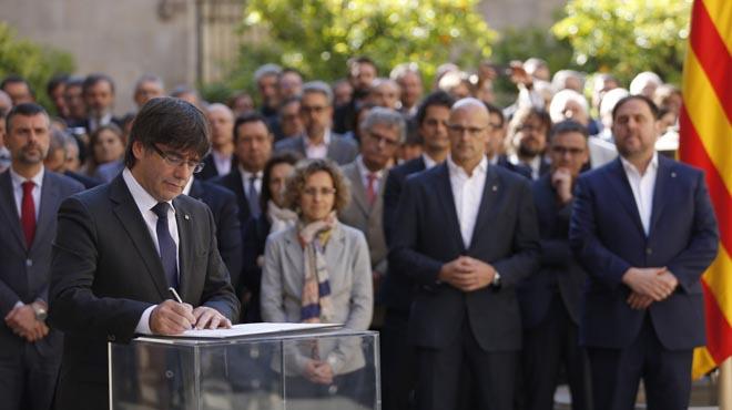 """El Govern en pleno se conjura para """"organizar, convocar y celebrar"""" el referéndum"""