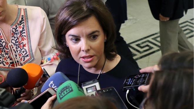 """Soraya Sáenz pide a Puigdemont que rectifique tras su """"impertinente"""" alusión a ETA"""
