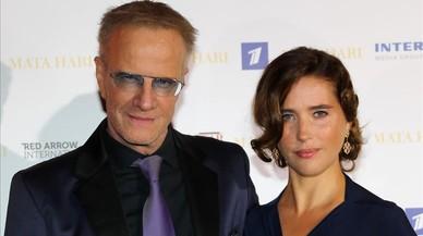 Los actores Christophe Lambert y Vahina Giocante, en la presentaci�n de la serie 'Mata Hari', en el MIP-COM de Cannes.