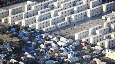 Vista a�rea de losrefugios improvisados,tiendas de campa�a y contenedores donde los migrantes viven en lo que se conoce como la 'Jungla' deCalais, Francia.