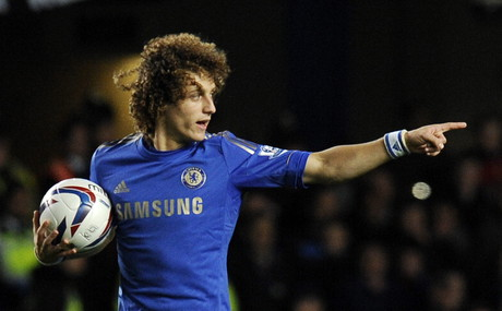David Luiz celebra su gol.