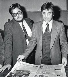 Antonio Franco i Antonio Asensio revisen el primer número d'ELPERIÓDICO.