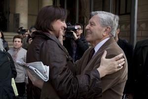 Itziar González, exregidora de Barcelona, ha declarado arropada por personas como el exfiscal anticorrupcion Carlos Jiménez Villarejo y por diversos colectivos y entidades
