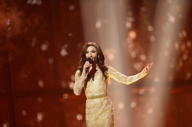 Conchita Wurst representando a Austria.