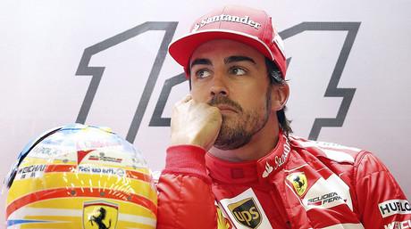 Fernando Alonso, en el box de Ferrari, en el circuito de Spa
