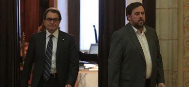 Artur Mas y Oriol Junqueras salen de la reuni�n, este viernes.