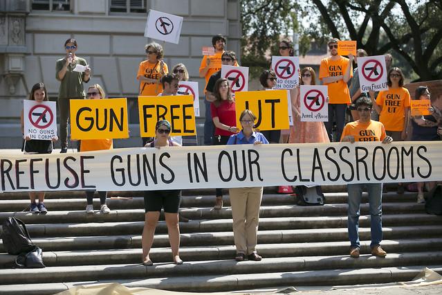 Manifestantes a favor de la limitación de las armas en los centros educativos en Texas (EEUU).