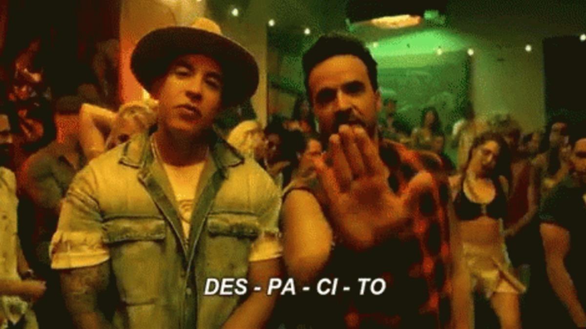 Gif protagonizado por la canción Despacito.