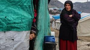 zentauroepp41678580 idlib syrian arab republic 19 01 2018 a girl looks out 180120184459