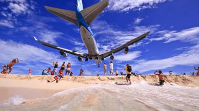Mor una dona al caure per la ràfega d'un avió al Carib