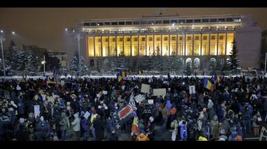 """Els romanesos es manifesten per tretzè dia consecutiu contra un Govern de """"lladres"""""""