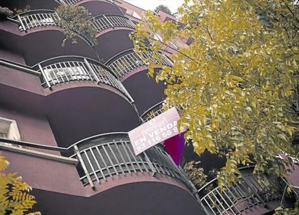 Los compradores de pisos usados reclaman rebajas del 23 for Portales inmobiliarios barcelona