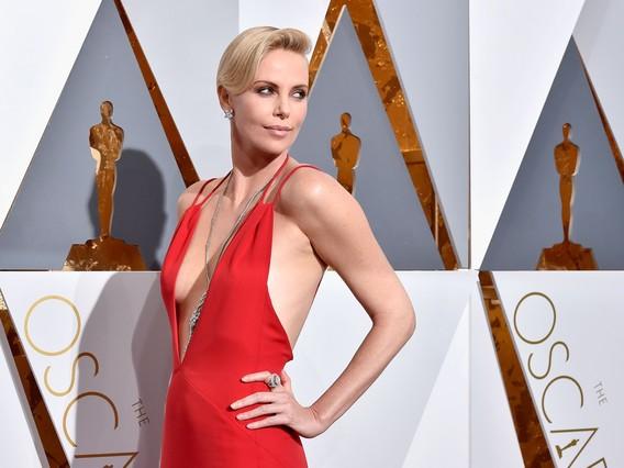 La alfombra roja de los Oscar 2016: Charlize Theron, la más sexi