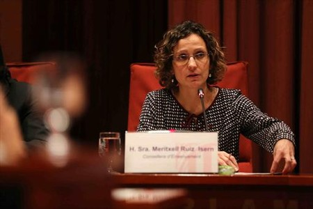 La 'consellera' de Ensenyament, Meritxell Ruiz, durante una comparecencia en el Parlament.