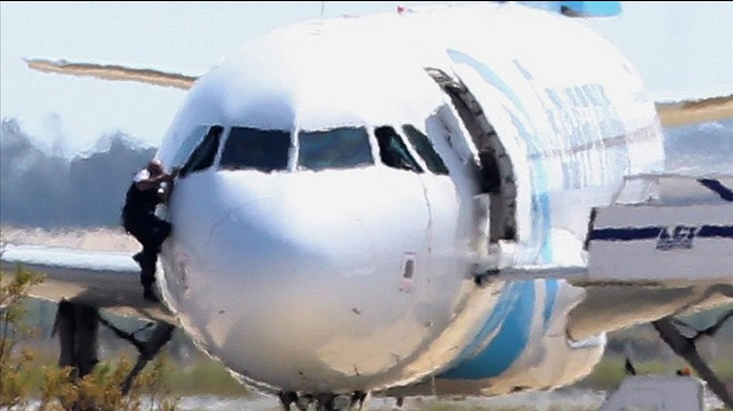 Un fals terrorista segresta un avió d'EgyptAir i s'entrega a la policia a Xipre