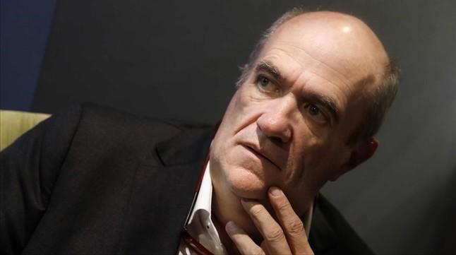 El novelista Colm To�b�n, en Madrid.