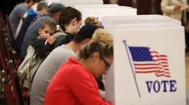 Pupitres de votación en la ciudad de Saint Charles, en Misuri.