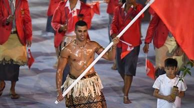 Taukatofua, el abanderado de Tonga, arras� entre el p�blico femenino.