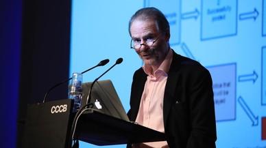 Timothy Garton Ash: perros, gatos y ratones digitales (y un referéndum pactado)