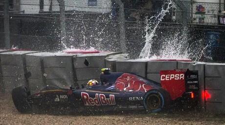 El Toro Rosso de Carlos Sainz choca contra el muro en la Q1 de la sesi�n de clasificaci�n del Gran Premio de EEUU.