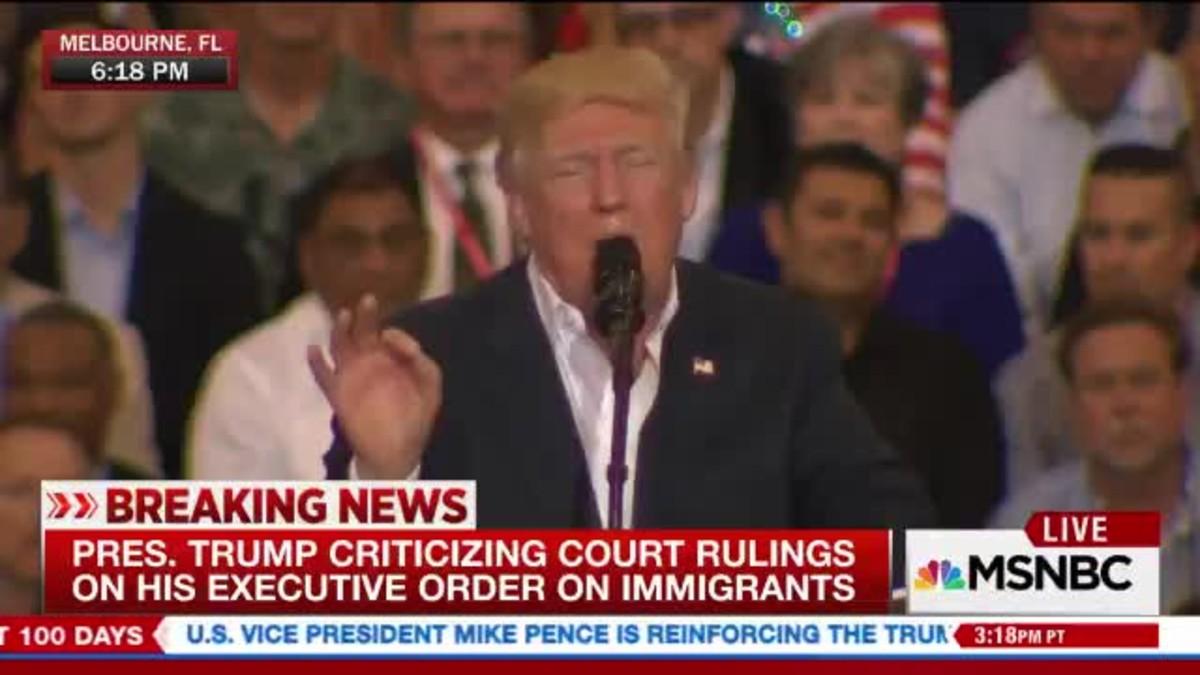 Moment en què Trump s'inventa un atemptat terrorista que segons ell va passardivendres a Suècia.