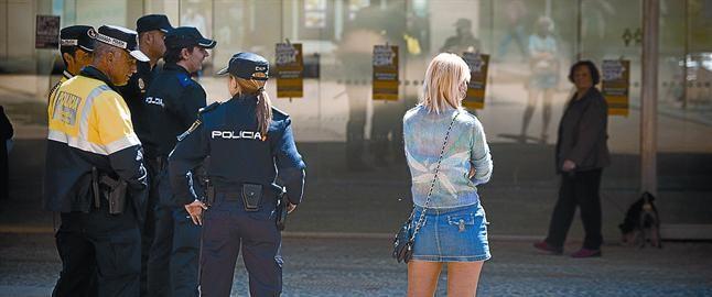 prostitutas en cornella prostitutas en arinaga